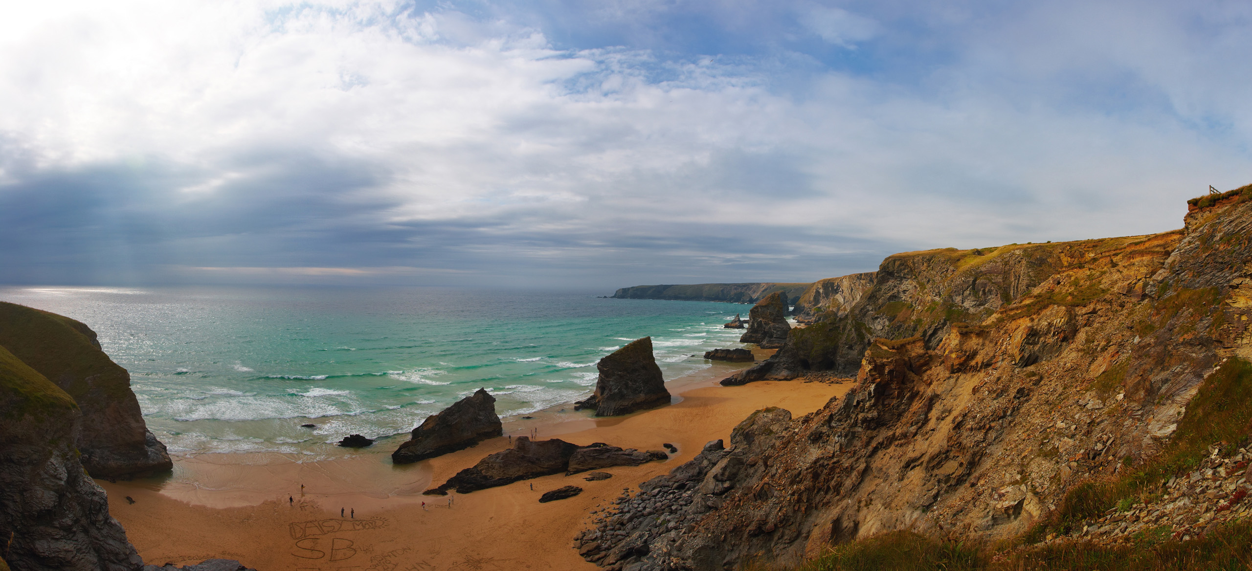 Bedruthan Steps pano from the cliff top, with a storm brewing at sea