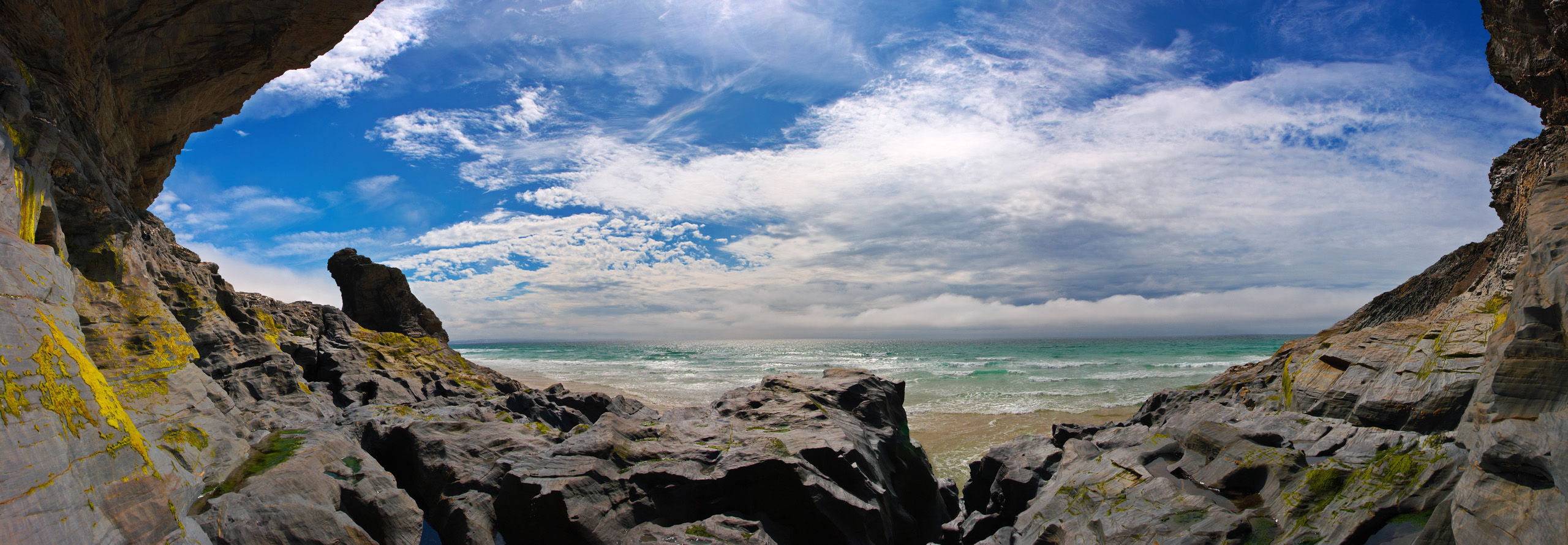 Bedruthan rocks panorma, with a storm brewing out to sea