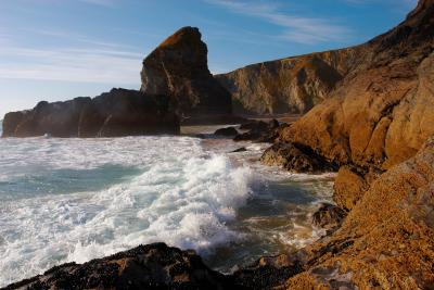Waves breaking on the shoreline at Bedruthan Steps